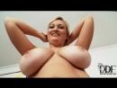 Застенчивая мамка с душевными формами на порнокастинге (Chubby Sara Willis with all natural boobs)