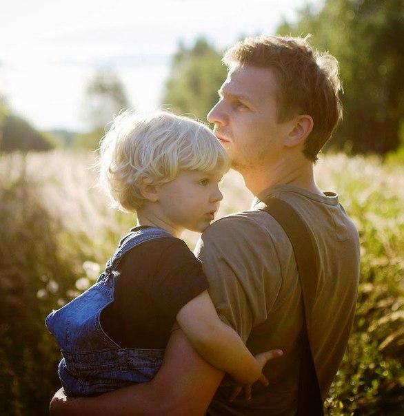 Одного разу дуже багатий чоловік взяв свого сина в поїздку по країні з єдиною метою - показати хлопчикові, що значить жити без грошей. Кілька днів вони провели на фермі у дуже бідній сім'ї.
