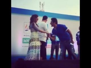 Акшай Кумар и Нимрат Каур на #walkforhealth марафон, 10.01.2016 в Мумбаи!(2)