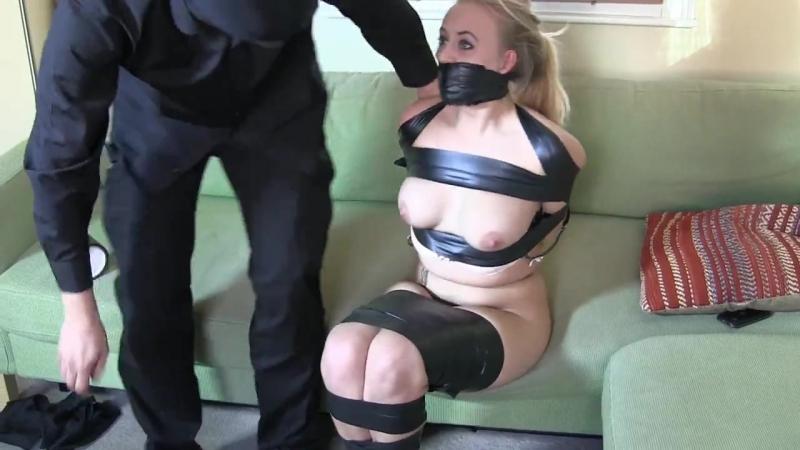 Секс связанная скотчем