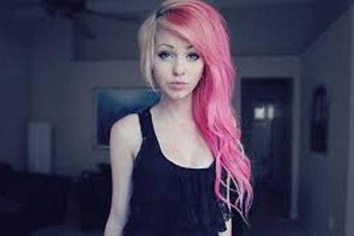 девушка с сине розовыми волосами