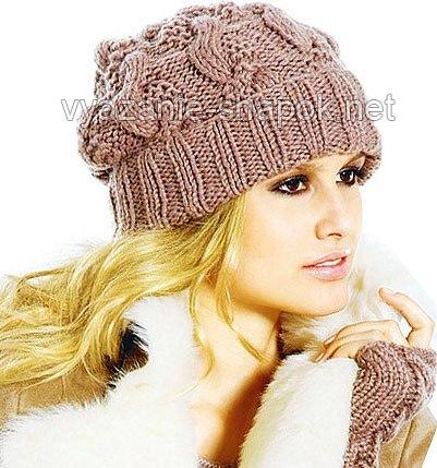 Модная вязаная женская шапка спицами