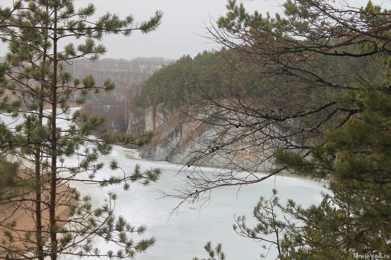 Скалы на реке Нейва