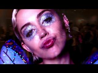 НОВЫЙ взрывной клип 56-летней Мадонны (2015) с Майли Сайрус, Кэти Перри и другими звездами.
