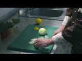 Как нарезать лук без слез: 2 способа [Мужская кулинария]