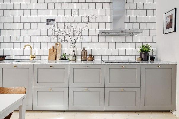 Кухня в цвете светло-серый