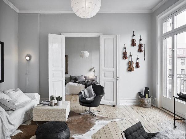 Скрипки на стене - декор