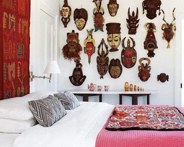 Украшение стен масками - нестандартный декор