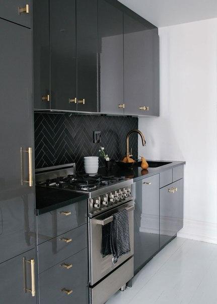 Темно-серая кухня, фото интерьера