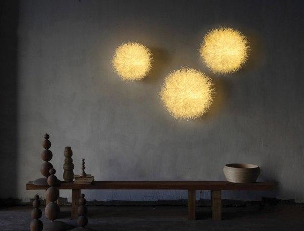 Необычный декор стен светильниками
