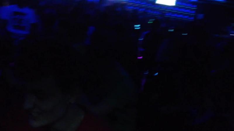 Noize mc Белгород 29 апреля 2015 - чуваки ненормальные какие-то толкаются, совсем с ума сошли
