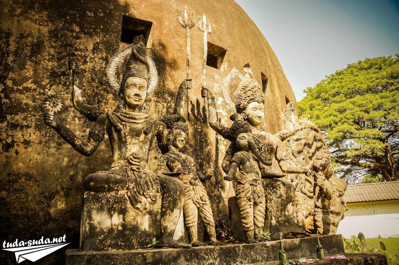 Фигуры в Будда-парке
