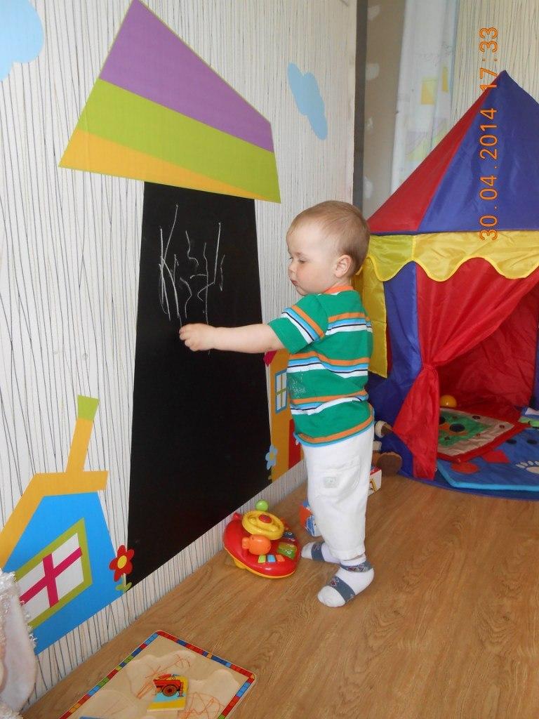 доска для рисования детская фото, доска для рисования мелом фото, грифельная доска фото, доска наклейка для рисования мелом фото, дом для рисования фото