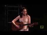 Эмилия поет «I Am A Traveling Creature», театральная постановка «Завтрак у Тиффани». (2013)