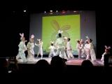 Россияне.Выступление в Лире.танец Зайчат