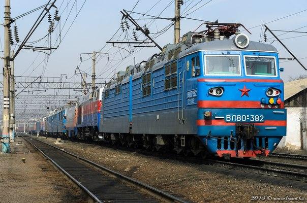 ВЛ80С-382 на станции