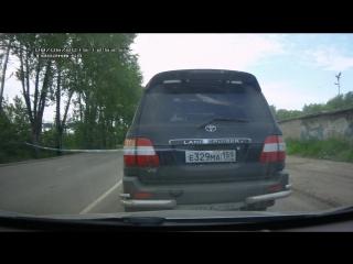 Разборки на дорогах в Перми: Эти кадры снял на видеорегистратор избитый водитель Renault