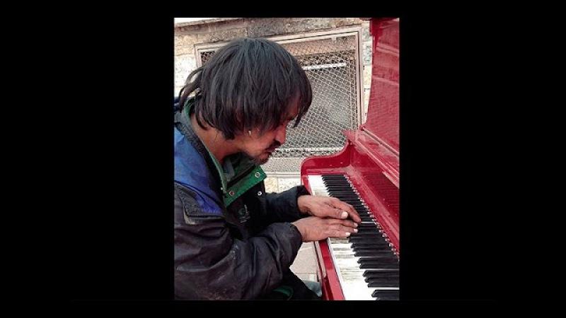 Бомж-пианист взорвал интернет!
