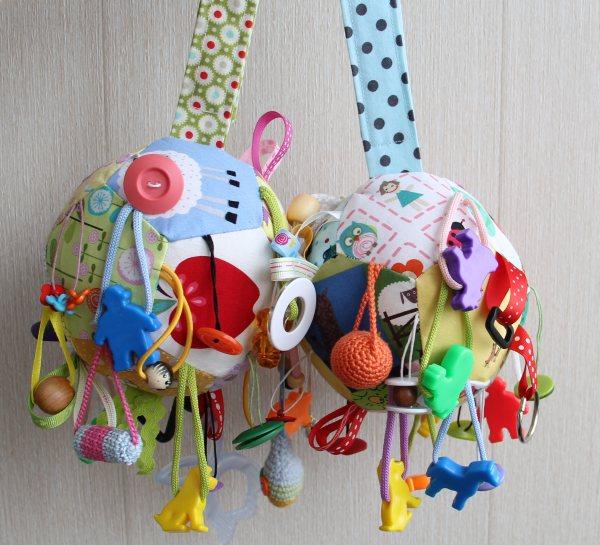 Игрушки своими руками для новорожденных