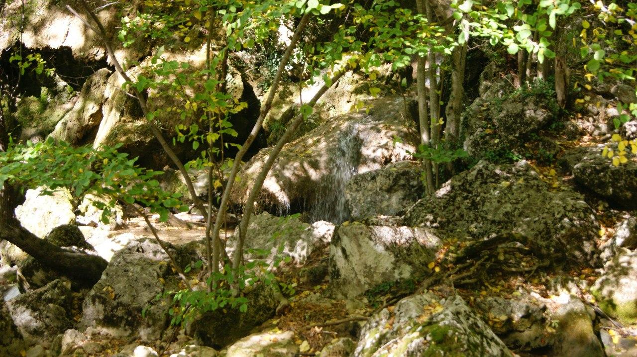 Су- учхан водопад красные пещеры