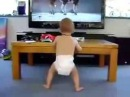 КАРАПУЗ ОЧЕНЬ РАД Телкам Зажигалкам и танцует вместе с ними Дети смешное видео!