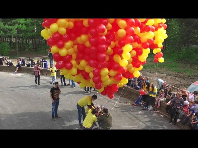 Скільки потрібно кульок, щоб підняти людину в небо