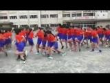 Японские школьники ТОЛПОЙ синхронно прыгают через верёвочку / Amazing Japanese students make jump rope in groups