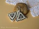 Делаем серьги объемный треугольник из бисера Making earrings surround triangle of beads