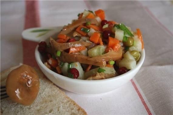 Салат из лесных грибов с фото