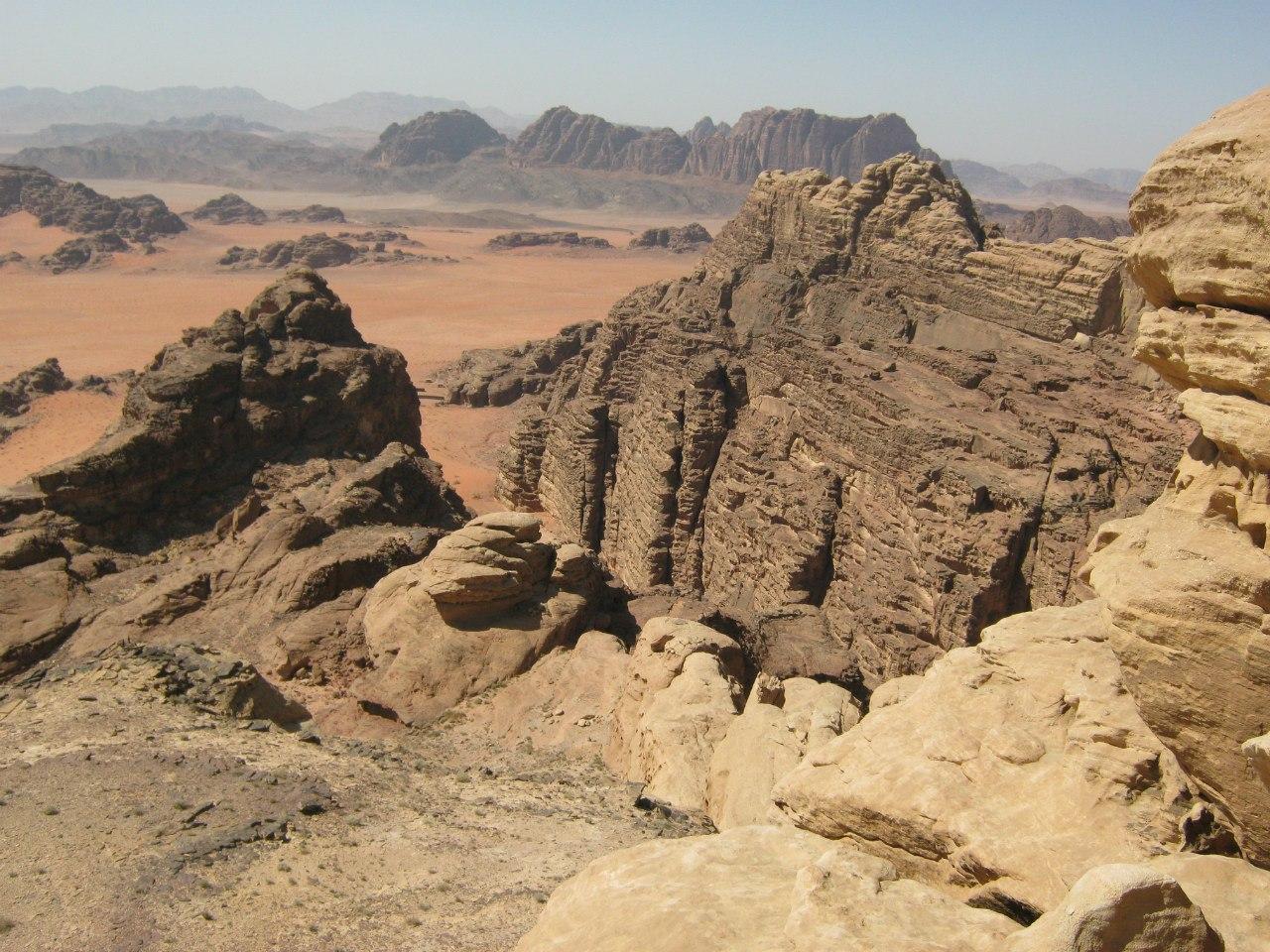 Разноцветные скалы в Вади Рам