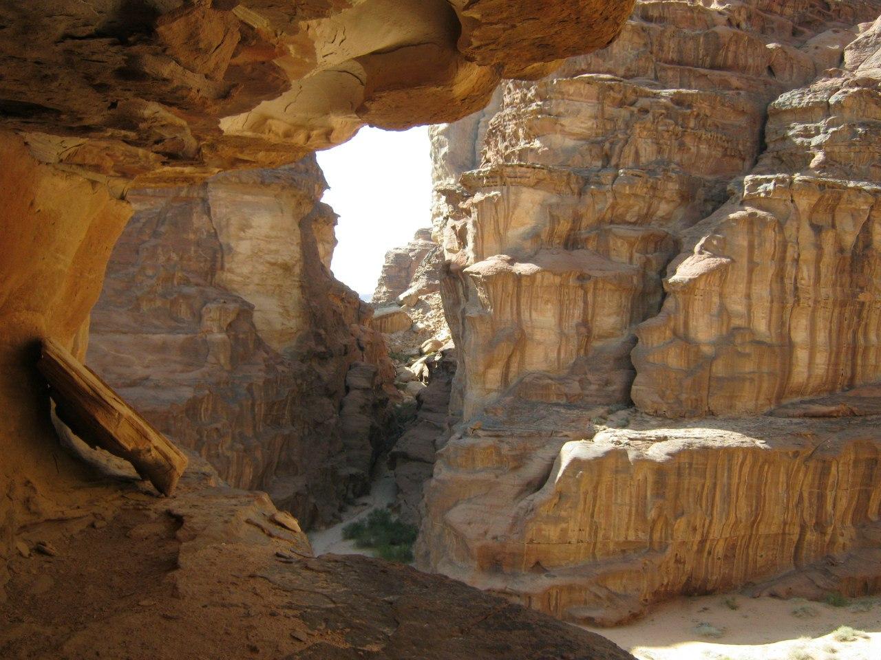 По скальным лабиринтам в Вади Рам
