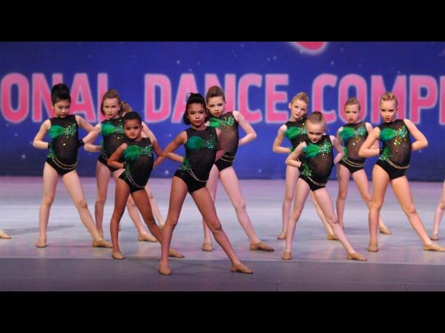 Смотреть групповые танцы 24 фотография