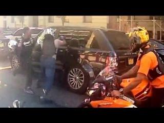 Водитель Range Rover против Байкеров. Жесть! (Range Rover vs Bikers in New York)