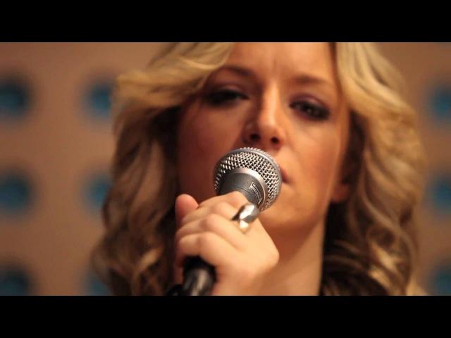 Pink - Sober (acoustic cover by Tijana, Sarah Branko) LIVE!