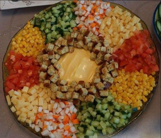 Салат с кириешками и крабовыми рецепты простые и вкусные