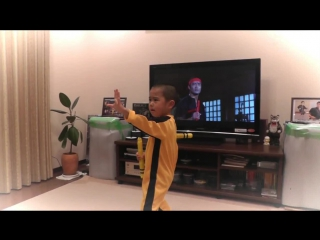 Маленький Брюс Ли / My son(5year old) acting Bruce Lee's nunchaku scene