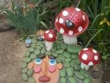 Самое простое украшение для дачи, сада - поделка гриб