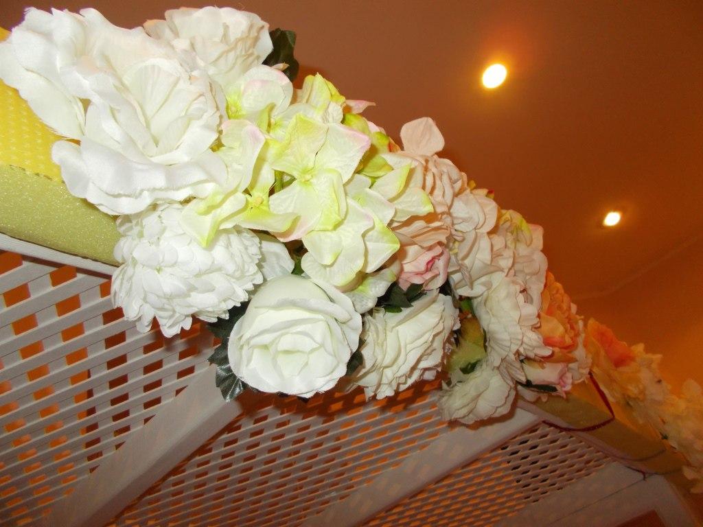 Как крепить цветы к арке