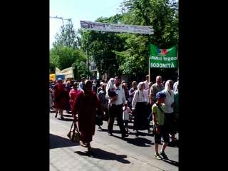 верующие против геев и лисбиянок))