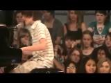 Вот это голос! А как он играет на рояле! ОЧЕНЬ КРУТО!