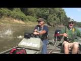 Рыбы сами запрыгивают в лодку! Вот это рыбалка!