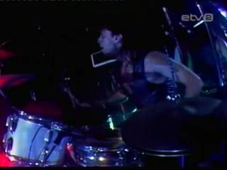 Gunnar graps--drum solo.
