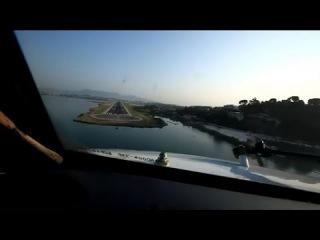 Посадка самолета на Корфу(вид из кабины пилотов)