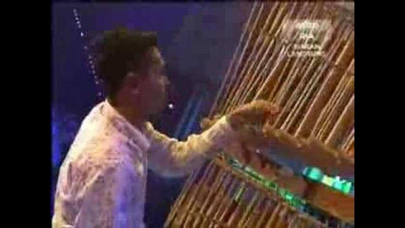 Rihanna Umbrella - Angklung/Bamboo Version