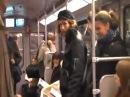 Метро в Голландии смех ржач травка конопля обкуренные гашиш вагон трамвай ржут люди массовый весело