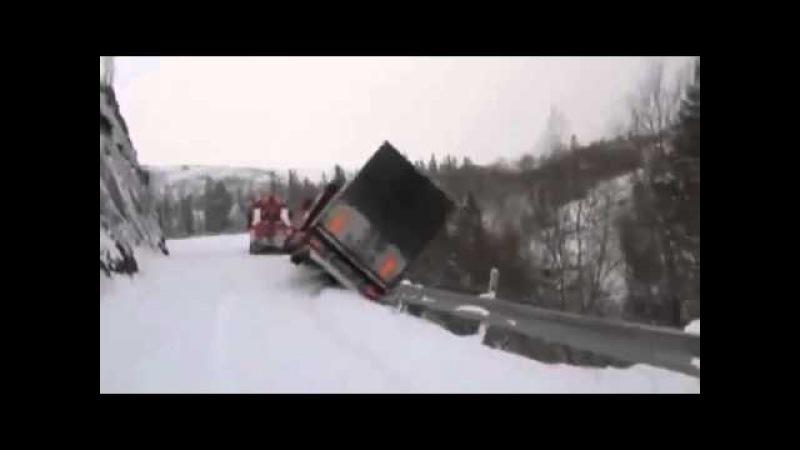ДТП в Норвегии тягач и фура упали с обрыва Авария в Норвегии
