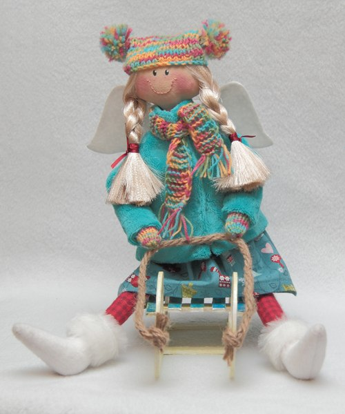 кукла на санках