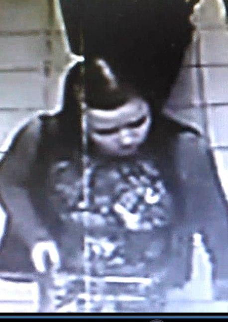 В Нижнекамске полицейские разыскивают девушек, укравших из гипермаркета спиртное