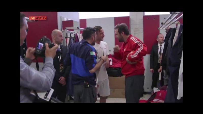 Emigratis, Pio e Amedeo incontrano Francesco Totti! [HD]