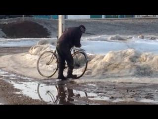 ржач бухой мужик с велосипедом г.Мелеуз ост каран